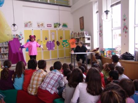 ÉXITO EN LA PRIMERA DE LAS REPRESENTACIONES TEATRALES PARA NIÑOS EN LA BIBLIOTECA MUNICIPAL